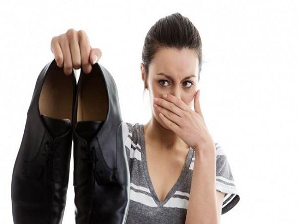 MMẹo khử mùi hôi giày hiệu quả