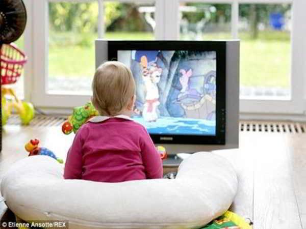 Trẻ xem TV nhiều có tốt không?