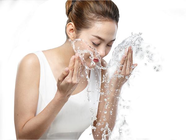 Sai lầm phổ biến trong chăm sóc da khiến bạn bị nhiều mụn