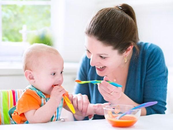 Hướng dẫn cho bé ăn dặm đúng cách tránh suy dinh dưỡng, thấp còi