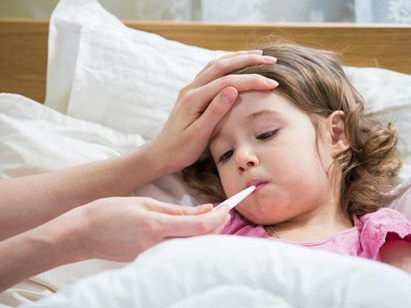 Làm gì khi trẻ bị sốt - Hướng dẫn cách xử trí nhanh nhất