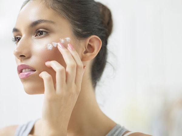 Bỏ túi 5 cách trị mụn đầu trắng triệt để hiệu quả lâu dài
