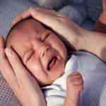 Trẻ sơ sinh ngủ hay giật mình có đáng lo ngại hay không