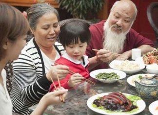 Lợi ích của bữa ăn gia đình trong đời sống hàng ngày